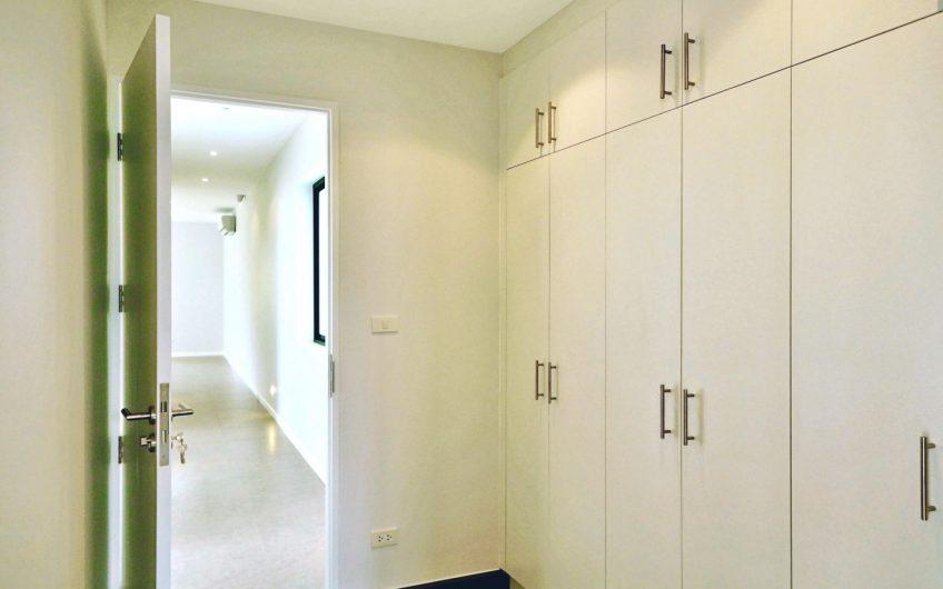 HS003 – Gorgeous single-story L-Shape house for sale
