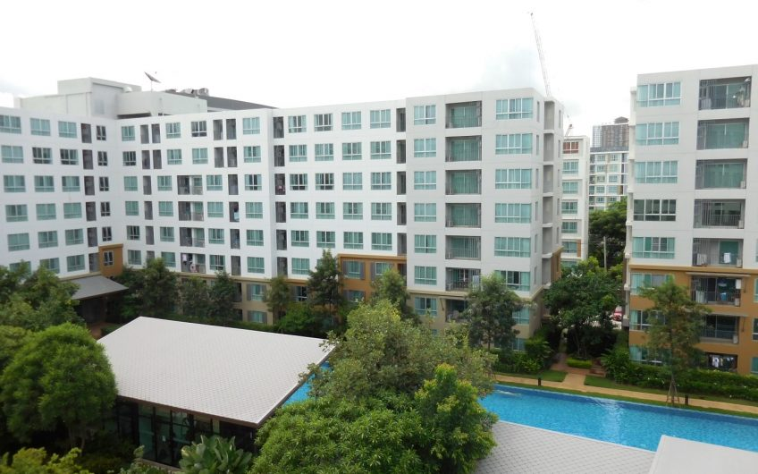 CS019 –  Dcondo Nim facing to a nice swimming pool and garden.