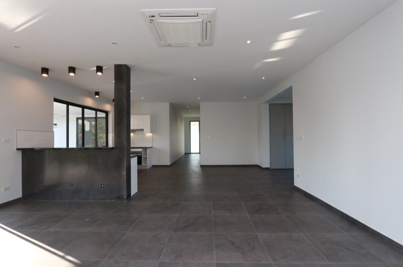 HS037 – A modern single storey, three bedroom with pool